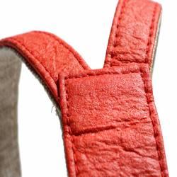 Détails Harnais en Piñatex rouge, belle finitions